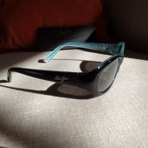 Maui Jim PUNCHBOWL Black-Blue/Neutral Grey Lens